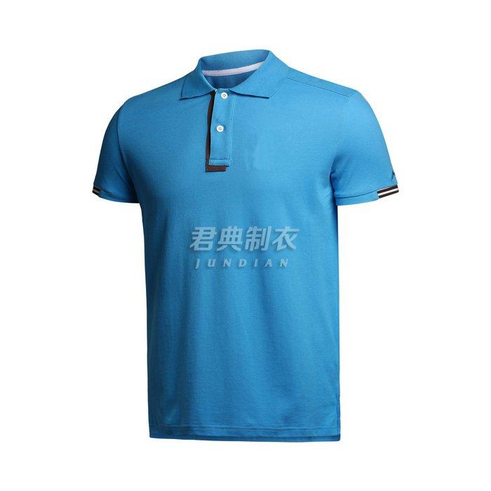 湖蓝色polo衫